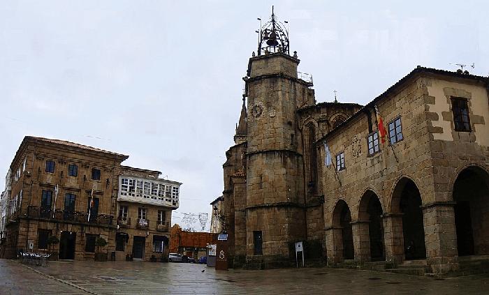 Conoce la Plaza la Constitución en Betanzos