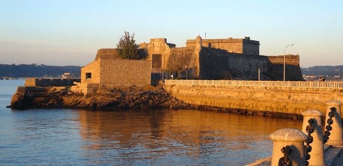 visita los mejores 4 castillos en Galicia